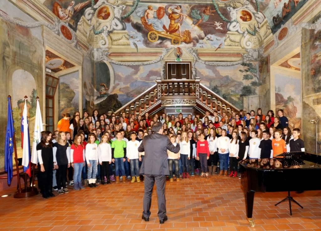 Združeni projektni zbor osnovnih šol občine Brežice, zborovodja Vilko Urek Foto: Foto Rožman Brežice