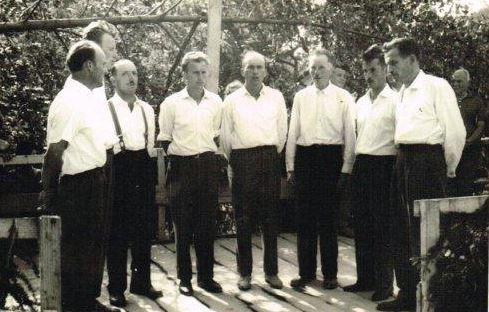 Prvi nastop okteta Sele Vrhe leta 1964, drugi z leve Viktor Hovnik Foto: arhiv MoPZ Franc Ksaver Meško Sele Vrhe