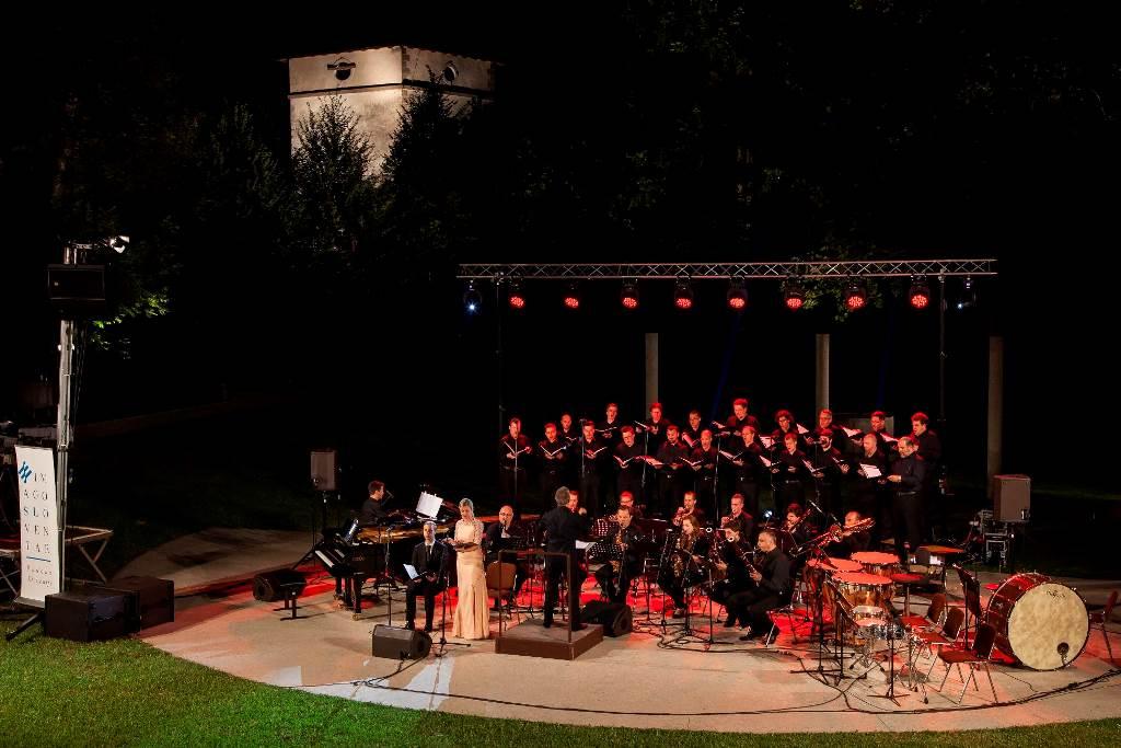 Koncert v amfiteatru ob Gradu Kromberk z ozvočenjem in svetlobno kuliso Foto: Matej Vidmar