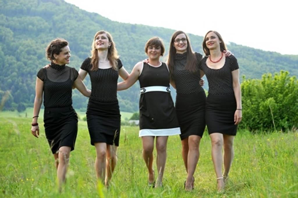 Vokalna skupina Gallina (od leve proti desni): Ana Plemenitaš, Urška Banovec, Ana Erčulj, Manca Simonič, Višnja Fičor