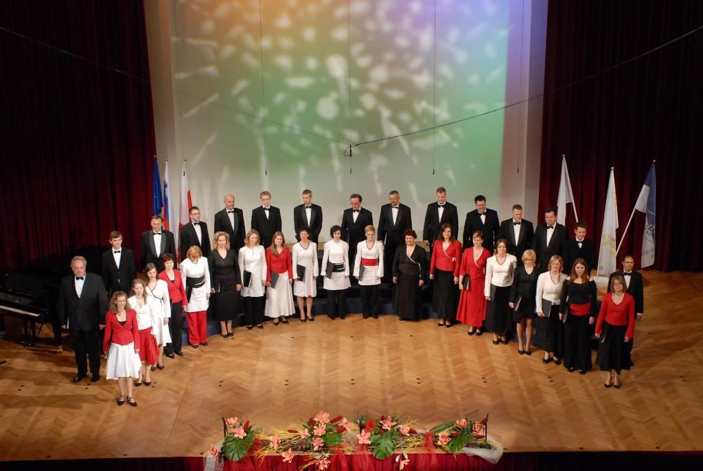 Zmaga na Mednarodnem zborovskem tekmovanju Maribor 2009 in uvrstitev na tekmovanje za veliko nagrado Evrope v Varni 2010 Foto: Janez Eržen