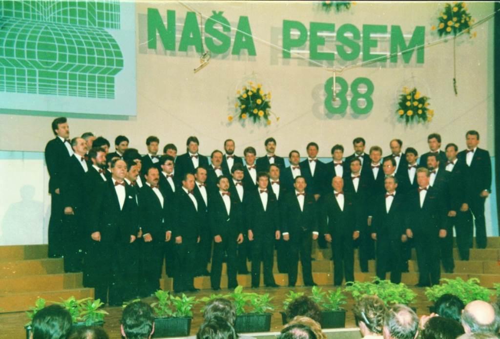 Kosovelovci na Naši pesmi 1988, zborovodja Klavdij Koloini