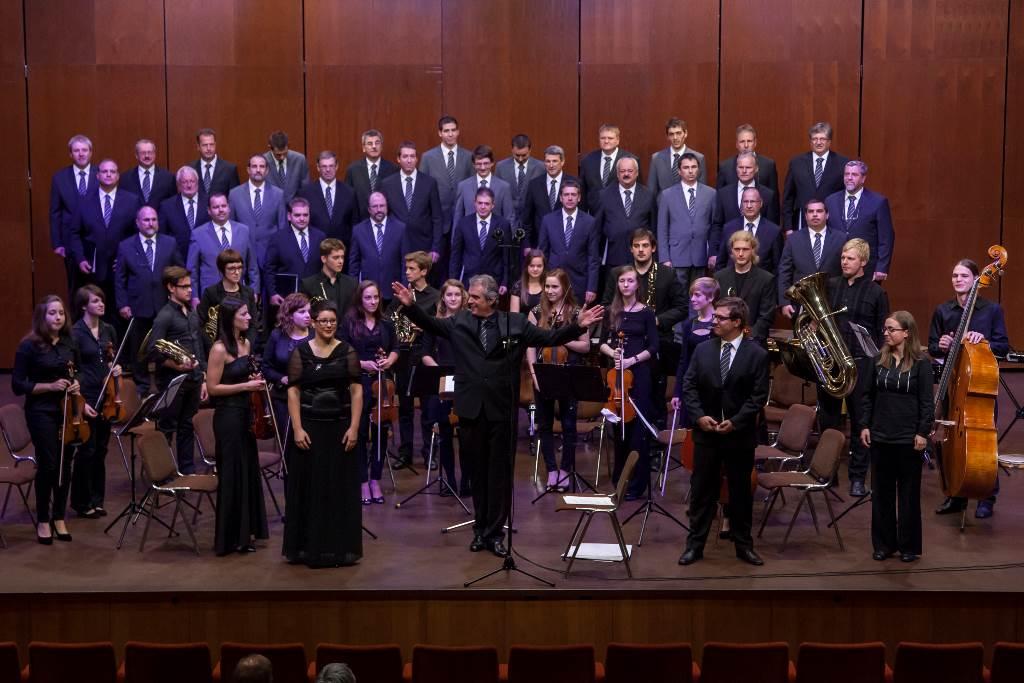 Zboru se je na jubileju pridružil orkester NOVA filharmonija iz Nove Gorice Foto: Matej Vidmar