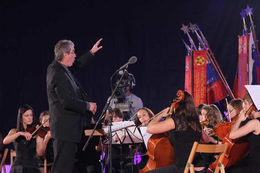 Zadnjih 14 let zbor vodi Matjaž Šček Foto: Leo Caharija