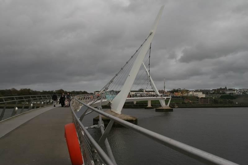 Piece bridge (Most miru) v Derryju