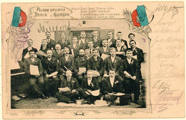 Koroški pevski zbor »Drava« v Glinjah je dobil ime po tamkajšnji priljubljeni reki. Na razglednici pa je objavil tudi društveno geslo. Foto: arhiv avtorja