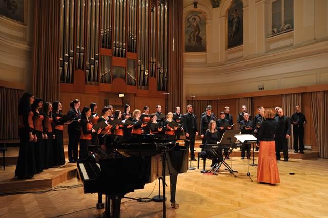 Komorni zbor Musica viva, Tolmin (zb. Erika Bizjak), izbrani zbor Primorske, tema: Sredi življenja v smrti Foto: Janez Eržen