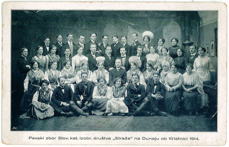 Uspešen pevski zbor dunajskih Slovencev, združenih v društvo »Straža«, si je ob desetletnici privoščil lastno razglednico, ki je bila celo ponatisnjena. Foto: Arhiv avtorja