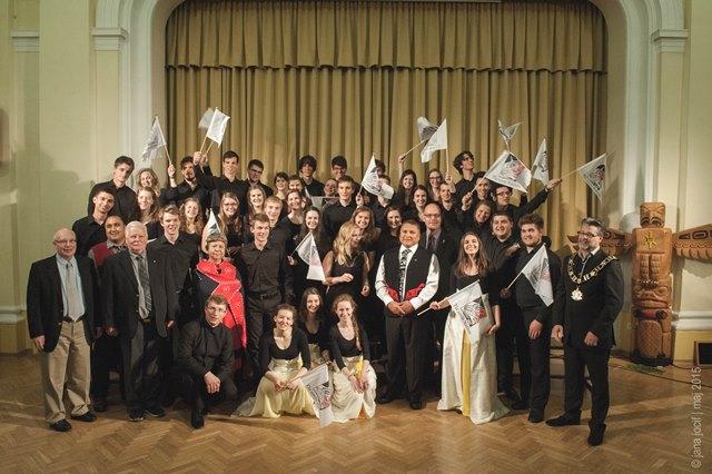 Kanadska delegacija in slovenski zbor Foto: Jana Jocif