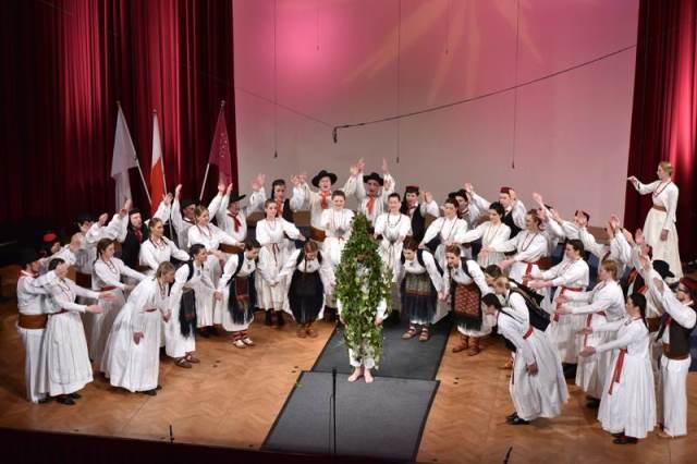 APZ Maribor med navdušujočim nastopom z ljudskim programom in koreografijo na otvoritvenem koncertu Mednarodnega zborovskega tekmovanja Gallus Maribor 2015 Foto: Janez Eržen