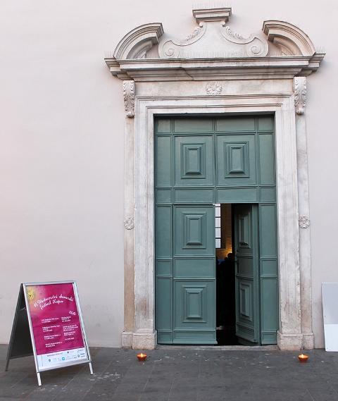 Vhod v dvorano sv. Frančiška v Kopru Foto: arhiv MePZ Obala Koper