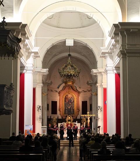 Vokalna skuina Mezzo, Novo mesto, zb. Barbara Lotrič Foto: arhiv MePZ Obala Koper