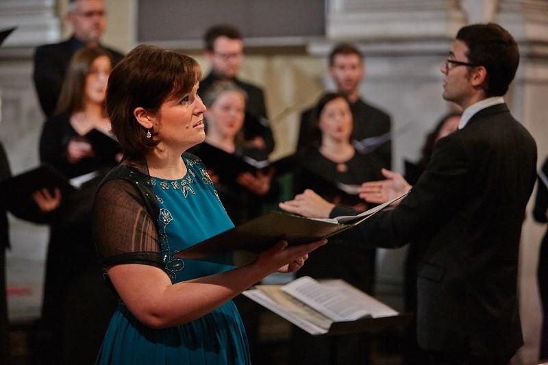 V solistični vlogi osrednje skladbe večera, Coplandove In the beginning, se je predstavila mezzosopranistka Manca Hribar. Foto: Iztok Ameršek