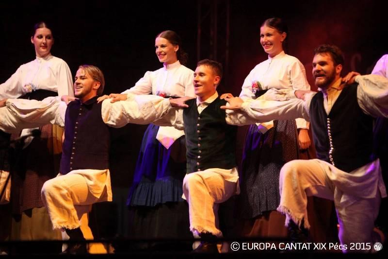 Šopek slovenskih ljudskih plesov na Madžarskem: mariborska foklorna skupina KUD Študent Foto: Europa Cantat