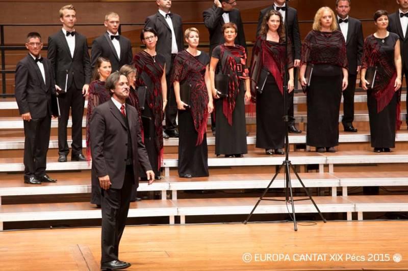 Ambrož Čopi je za to priložnost nadomestil Martino Batič pred pultom Zbora Slovenske filharmonije. Foto: Europa Cantat