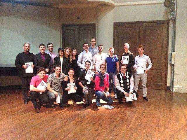 Udeleženci Mednarodnega tekmovanja mladih zborovskih dirigentov, Torino 2015, med njimi dve Slovenki: Rahela Durič in Petra Grassi Foto: osebni arhiv