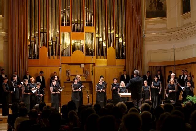 Ženski del Zbora Slovenske filharmonije med izvedbo skladbe Agnus Dei Foto: Darja Štravs Tisu