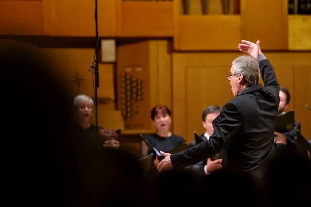 Matjaž Šček je tokrat drugič sodeloval z našim profesionalnim zborom. Foto: Darja Štravs Tisu