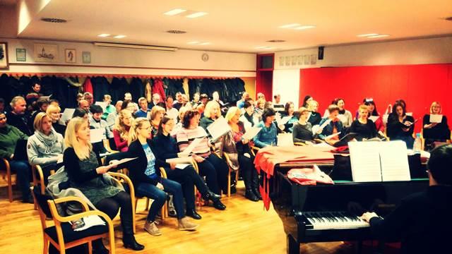 Pobudi se je pridružil tudi današnji AVE, ki ga od jeseni vodi dirigent in profesor Marko Vatovec.