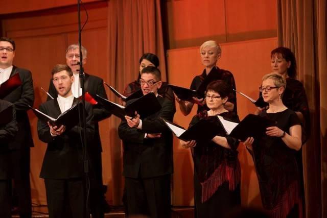 Koncert se je pomenljivo začel z Gallusovo Musica noster amor pod vodstvom stalne dirigentke Martine Batič. Foto: Darja Štravs Tisu