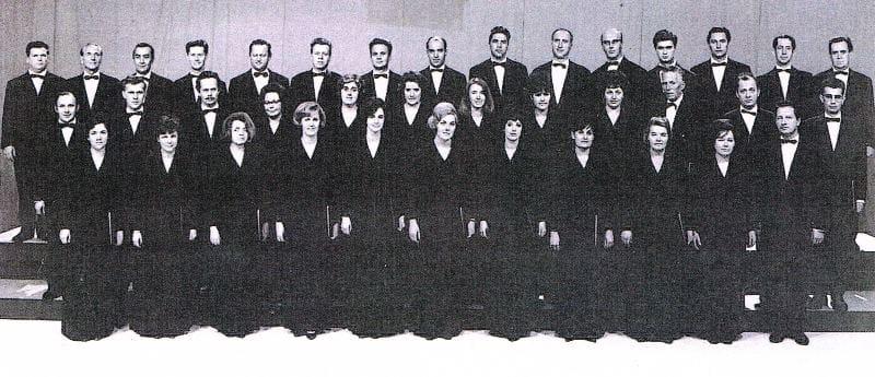 Komorni zbor RTV Ljubljana 1962–1971, dir. Lojze Lebič (v prvi vrsti desno) Foto: arhiv RTV Slovenija