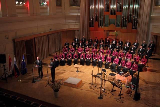 Gostujoča Madžarski radijski zbor in dirigent Zoltán Pad v Vokalnem abonmaju Slovenske Filharmonije 22. januarja 2016, ob dnevu madžarske kulture, s slavnostnim govornikom, madžarskim ministrom za kulturo.