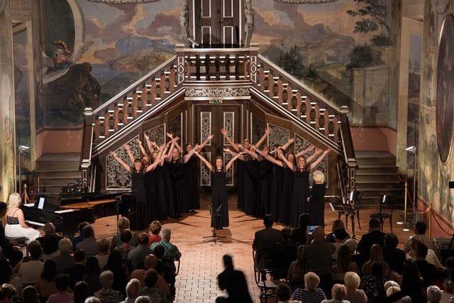 Pevke Vokalne skupine Plamen se lotevajo najrazličnejših zvrsti zborovske glasbe