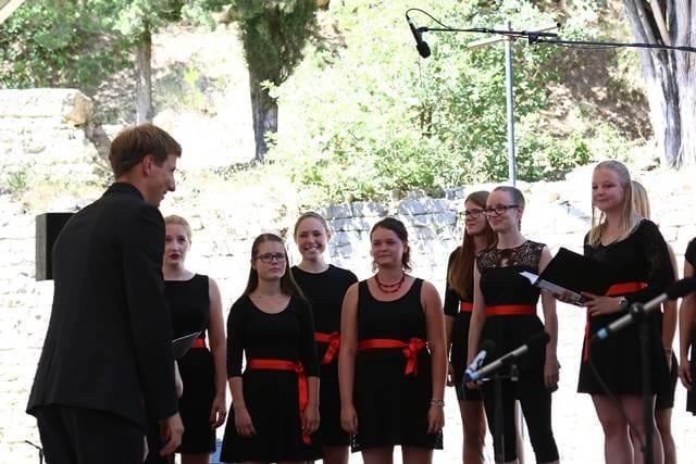 Zborovodja Žiga Kert je prve izkušnje na tem francoskem festivalu pridobival pred tremi leti v moškem zboru, ki ga je vodil ameriški dirigent Brady Allred. Foto: Delphine Barbier Baritaux