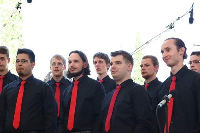 Pevci Crescenda so večinoma študentje in izhajajo iz škofjeloškega gimnazijskega zbora. Foto: Delphine Barbier Baritaux