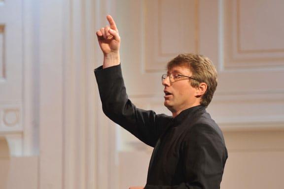 Damijan Močnik je trenutno v tujini eden najpogosteje izvajanih sodobnih slovenskih skladateljev. Njegove nove skladbe so v zadnjem času izvajali odlični zbori v Sloveniji, Švici, Kanadi, ZDA, na Japonskem, Tajvanu in na Švedskem. Foto: Janez Eržen