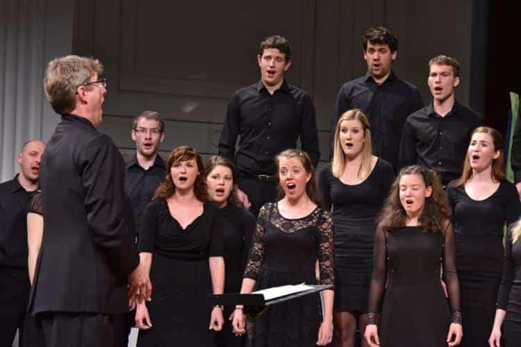 »Komorni zbor Megaron me je presenetil z lepo uglašenim velikim številom mladih pevcev.« (norveška žirantka Maria Gamborg Helbekkmo)