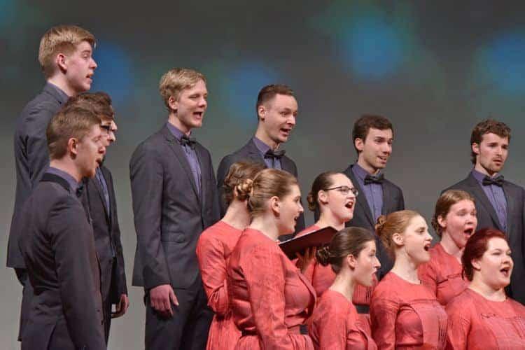 Youth Choir Balsis ima tridesetletni staž, v katerem je posnel kar 18 zgoščenk.