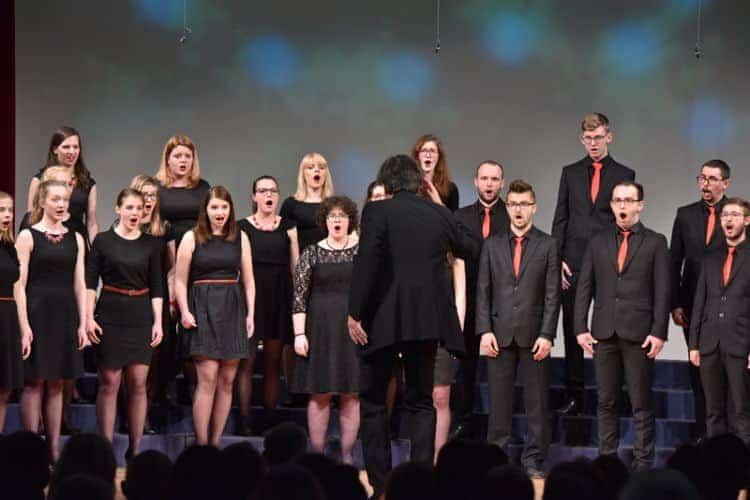 Drugo mesto si je z latvijskim zborom Youth choir Balsis iz Rige delil Komorni zbor KGBL, ki ga vodi Ambrož Čopi.
