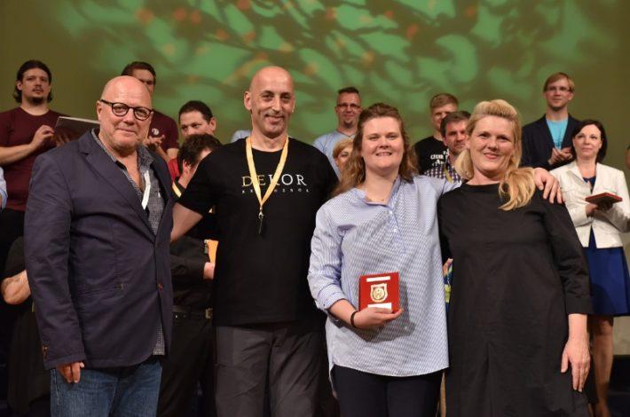 Absolutni zmagovalec Naše pesmi je Komorni zbor DEKOR iz Ljubljane