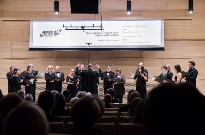 Slovenski pevci Svetovnega zbora mladih pod vodstvom Andraža Hauptmana