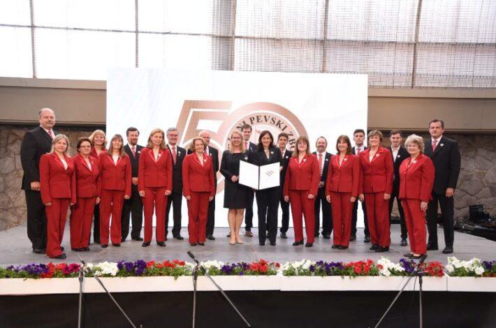 Priznanje Urada Vlade RS za Slovence v zamejstvu in po svetu ob 50. obletnici MePZ San Justo iz Argentine